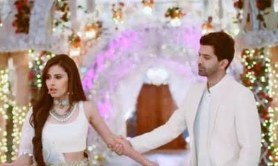 Iss Pyaar Ko Kya Naam Doon 3: Advay Sasha's open romance burns Chandni in jealousy